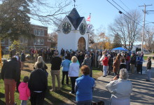 Hampton town clock crowd