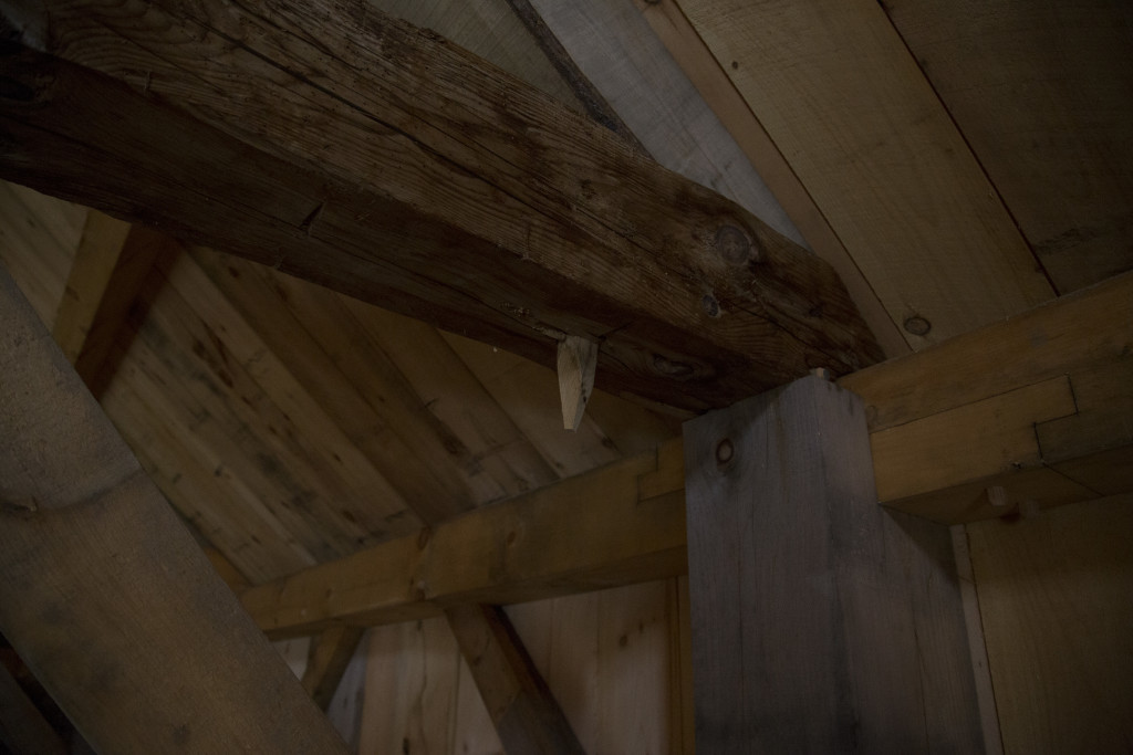 Bladed scarf joint over eave post